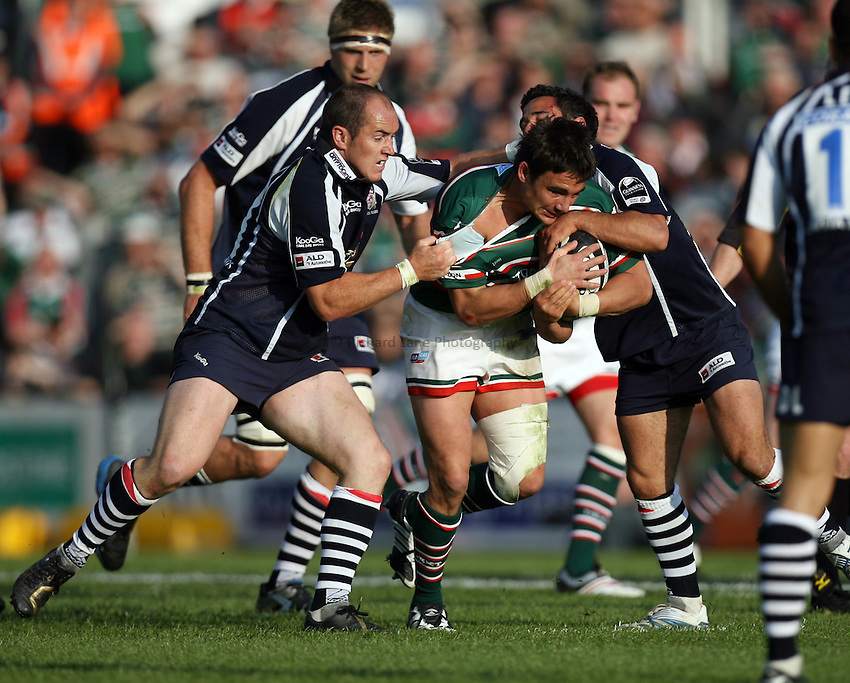 Photo: Rich Eaton...Leicester Tigers v Bristol Rugby. Guinness Premiership. 05/05/2007. Bristols Shaun Perry left and Danny Gray right combine to stop Leicesters Harry Ellis and tear his shirt in the process