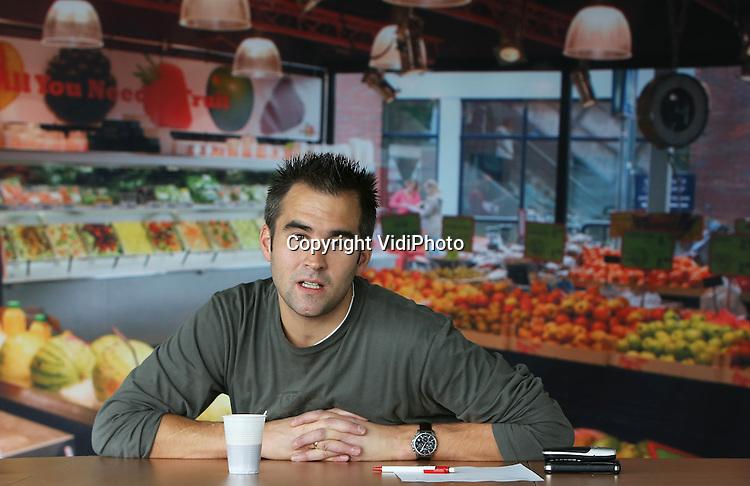 Foto: VidiPhoto<br /> <br /> VEENENDAAL - Het distributiecentrum van groothandel Van Ravenswaaij in Veenendaal. Van Ravenswaaij heeft twee schakels in de groenten- en fruitketen samengevoegd: groothandel en groentenwinkels. Het bedrijf exploiteert zo'n 50 AGF-winkels in Nederland. Foto: Directeur Christiaan van Ravenswaaij.