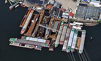 Joenk Werft : EUROPA, DEUTSCHLAND, HAMBURG, (EUROPE, GERMANY), 20.05.2012: Joenk Werft,  Traditionswerft seit 1933 im Harburger Binnenhafen, der Binnenhafen hat eine Schleuse zur Elbe und ist tideunabhaengig. Die Kernkompetenz liegt in der Reparatur von Binnenschiffen.