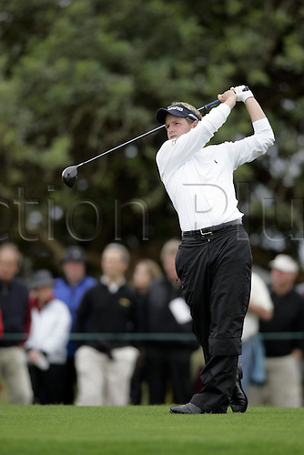 19 November 2005:  English golfer Luke Donald (ENG) looks into the distance after playing from the 14th tee during the third round of the 2005 World Golf Championships, Victoria Clube de Golfe, Vilamoura, Portugal. Photo: Glyn Kirk/Actionplus....051119  man men golf.