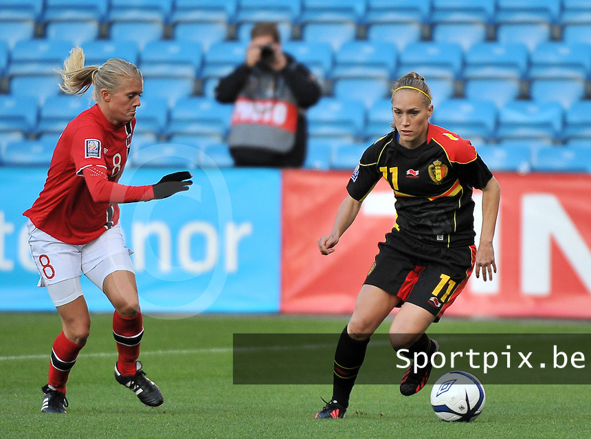 20130925 - OSLO , NORWAY : Belgian Janice Cayman (11) pictured on the ball before Norwegian Solveig Gulbrandsen (8) during the female soccer match between Norway and Belgium , on the second matchday in group 5 of the UEFA qualifying round to the FIFA Women World Cup in Canada 2015 at the Ullevaal Stadion , Oslo . Wednesday 25th September 2013. PHOTO DAVID CATRY