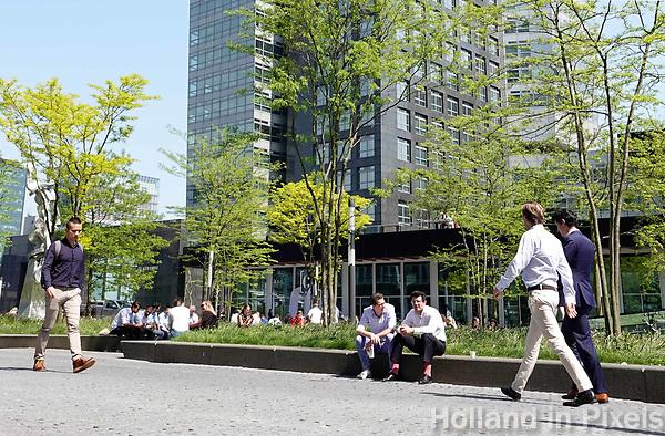 Nederland  Amsterdam - mei 2018.  De Zuidas. Op de achtergrond het kantoor van ABN AMRO.  Foto: Berlinda van Dam / Hollandse Hoogte