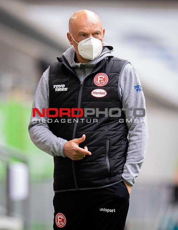 nph00351: Fussball, 1. Bundesliga, Saison 19/20, 26. Spieltag, Fortuna Düsseldorf - FC Paderborn 07, 16.05.2020:<br /> Trainer Uwe Rösler (F95) mit Mundschutz<br />  <br /> <br /> Nur für journalistische Zwecke! Only for editorial use!<br /> <br /> Gemäß den Vorgaben der DFL Deutsche Fußball Liga ist es untersagt, in dem Stadion und/oder vom Spiel angefertigte Fotoaufnahmen in Form von Sequenzbildern und/oder videoähnlichen Fotostrecken zu verwerten bzw. verwerten zu lassen. DFL regulations prohibit any use of photographs as image sequences and/or quasi-video. <br /> <br /> Foto: Moritz Müller/Pool / via Meuter/nordphoto