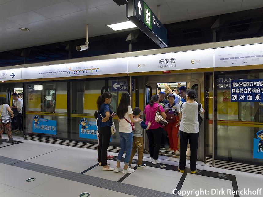 U-Bahnhof in Peking, China, Asien<br /> Subway station, Beijing, China, Asia