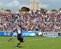 20,05/06 Powergen Cup Bath Rugby vs Bristol Rugby, Bath's Olly Barkley kick's a second half converstion. Bath, ENGLAND, 01.10.2005   © Peter Spurrier/Intersport Images - email images@intersport-images..