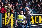 Stockholm 2014-03-21 Ishockey Kvalserien AIK - R&ouml;gle BK :  <br /> Br&aring;k mellan AIK supportrar under matchen <br /> (Foto: Kenta J&ouml;nsson) Nyckelord:  supporter fans publik supporters slagsm&aring;l br&aring;k fight fajt gruff