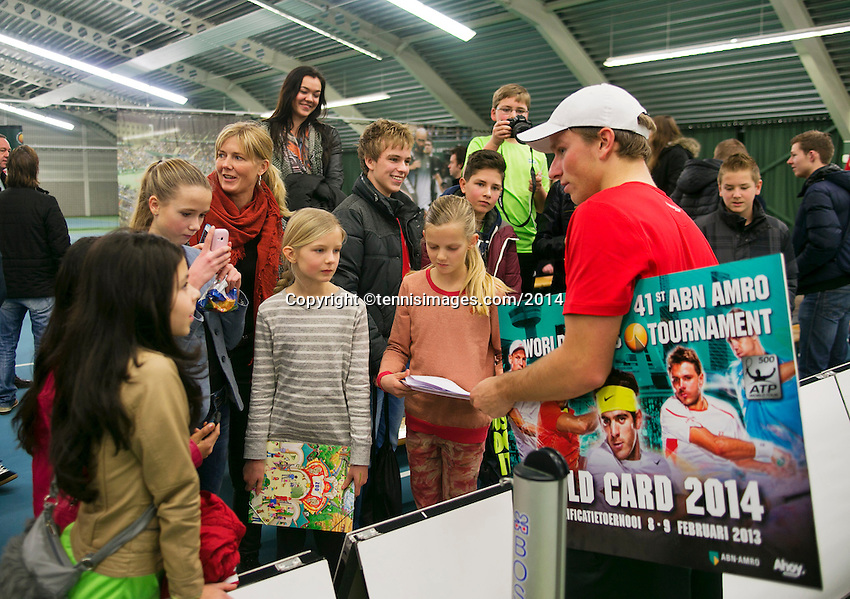 19-01-14,Netherlands, Rotterdam,  TC Victoria, Wildcard Tournament, ,   Final,  Alban Meuffels (NED)  signing autographs.<br /> Photo: Henk Koster