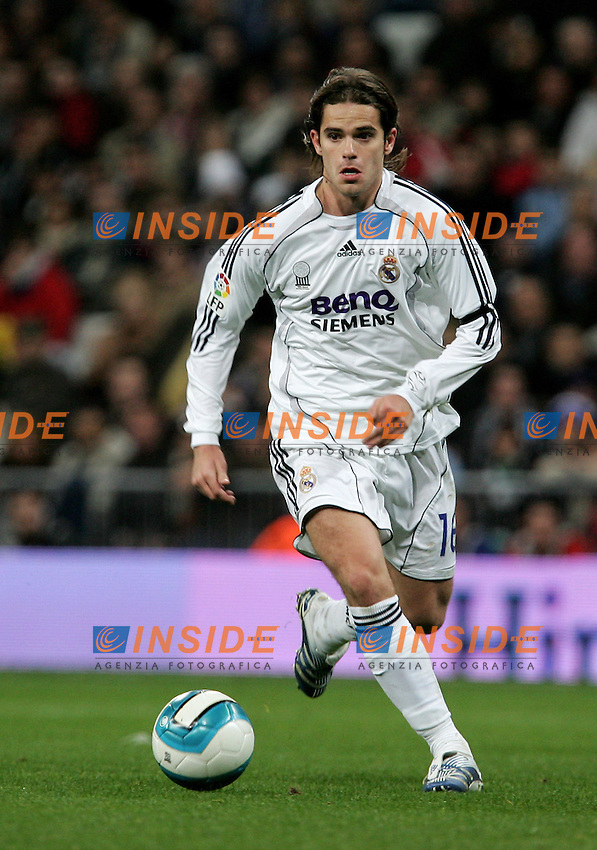 Real Madrid's Fernando Gago during Spain's La Liga match at Santiago Bernabeu stadium in Madrid, Saturday February 17, 2007. (INSIDE/ALTERPHOTOS/Alvaro Hernandez).