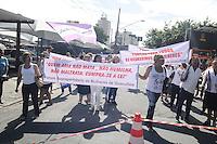 GUARULHOS , SP, 11 MARÇO 2013 - Protesto na porta do Forum de Guarulhos, durante o primeiro dia de julgamento de Mizael Bispo, nesta segunda-feira,11. (FOTO: ADRIANO LIMA / BRAZIL PHOTO PRESS).