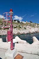 Castro Marina - Salento - Puglia - Porto di Castro Marina. Barche attraccate. Luce di emergenza utilizzata dalle autorità portuali.