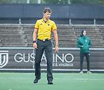 AMSTELVEEN - Scheidsrechter Van der Wal Bake  tijdens de hoofdklasse competitiewedstrijd mannen, Amsterdam-HCKC (1-0).  COPYRIGHT KOEN SUYK