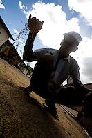 Codo_MA, Brasil...Secagem de arroz nas ruas da comunidade Nossa Senhora de Fatima...Drying rice on the streets in the Nossa Senhora de Fatima community...Foto: LEO DRUMOND /  NITRO