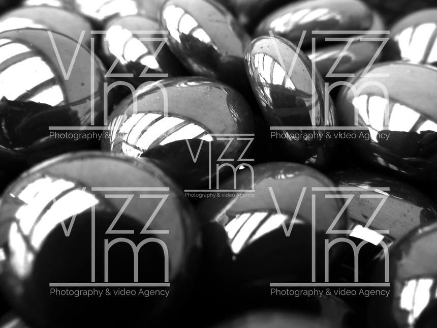 BOGOTÁ-COLOMBIA-06-01-2013. Textura de piedras negras. Textura of black stones. (Photo: VizzorImage)