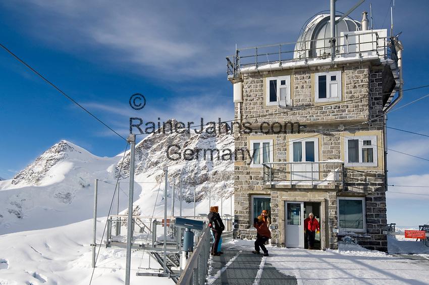 CHE, Schweiz, Kanton Bern, Berner Oberland, Grindelwald: Blick vom Aussichtspunkt Sphinx (Jungfraujoch) auf die Jungfrau 4.158 m und das Rottalhorn (links) 3.969 m - UNESCO Weltnaturerbe | CHE, Switzerland, Bern Canton, Bernese Oberland, Grindelwald: view from look-out Sphinx (Jungfraujoch) at Jungfrau mountain 13.642 ft. and Rottalhorn mountain (left) 13.022 ft. - UNESCO World Natural Heritage