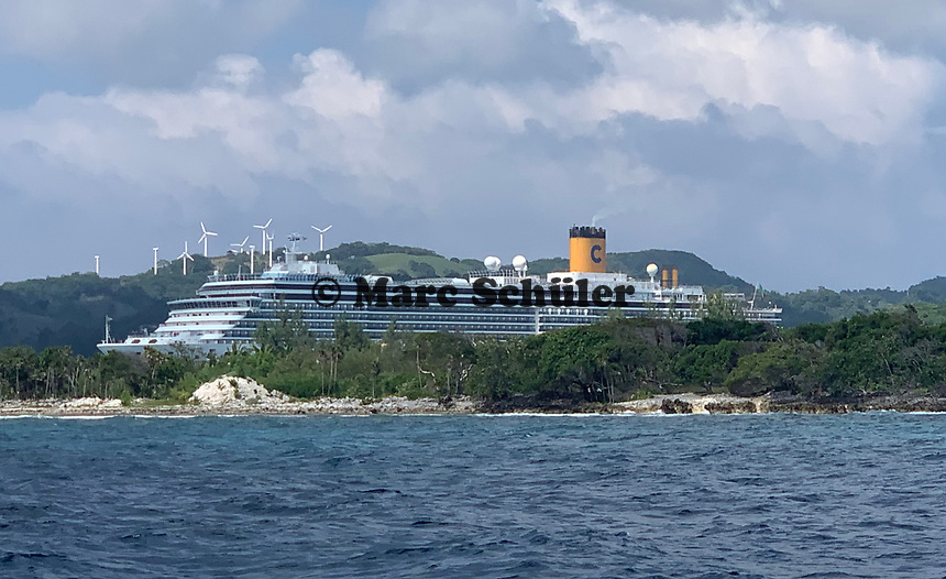 Costa Luminosa im Hafen von Mahogany Bay auf Roatan - 01.02.2020: Roatan mit der Costa Luminosa