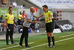 Trainer Uwe Roesler (F95) und Schiedsrichter Daniel Siebert (Berlin) <br /><br />20.06.2020, Fussball, 1. Bundesliga, Saison 2019 / 2020<br />33.Spieltag, Fortuna Duesseldorf : FC Augsburg<br /><br />Foto : NORBERT SCHMIDT/POOL/ via Meuter/nordphoto<br /><br />Nur für journalistische Zwecke ! Only for editorial use .