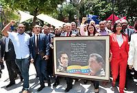 CAR204. CARACAS (VENEZUELA), 04/08/2017.- Una fotografía cedida por el Palacio de Miraflores muestra a la esposa del presidente venezolano Nicolás Maduro, Cilia Flores (c-d); al primer vicepresidente del gobernante Partido Socialista Unido de Venezuela (PSUV), Diosado Chavistas (c), y a la exministra de Relaciones Delcy Rodríguez (d), mientras participan en una manifestación para apoyar la instalación de la Asamblea Nacional Constituyente hoy, viernes 4 de agosto del 2017, en Caracas (Venezuela). Cientos de chavistas marchan hoy hacia el Palacio Federal Legislativo, en Caracas, para apoyar la instalación de la Asamblea Nacional Constituyente (ANC), un órgano que estará integrado por 545 representantes, todos afines al Gobierno venezolano, y que redactará una nueva Carta Magna. EFE/Feliciano Sequera/Palacio de Miraflores/SOLO USO EDITORIAL