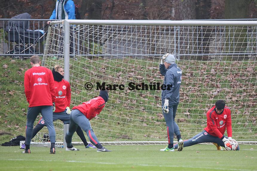 Torwarttrainer Michael Kraft mit vier Torhuetern - Eintracht Frankfurt Training, Commerzbank Arena