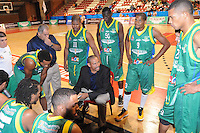 MEDELLÍN -COLOMBIA-22-04-2013. Tomás Díaz técnico de Bambuqueros durante partido contra Academia en la fecha 3 fase II de la  Liga Direct TV de baloncesto Profesional de Colombia realizado en el coliseo de la Universidad de Medellín./ Bambuqueros' coach Tomas Diaz during match against Academia on the 3th date phase II of  DirecTV professional basketball League in Colombia at Universidad de Medellin coliseum.  Photo: VizzorImage/Luis Ríos/STR