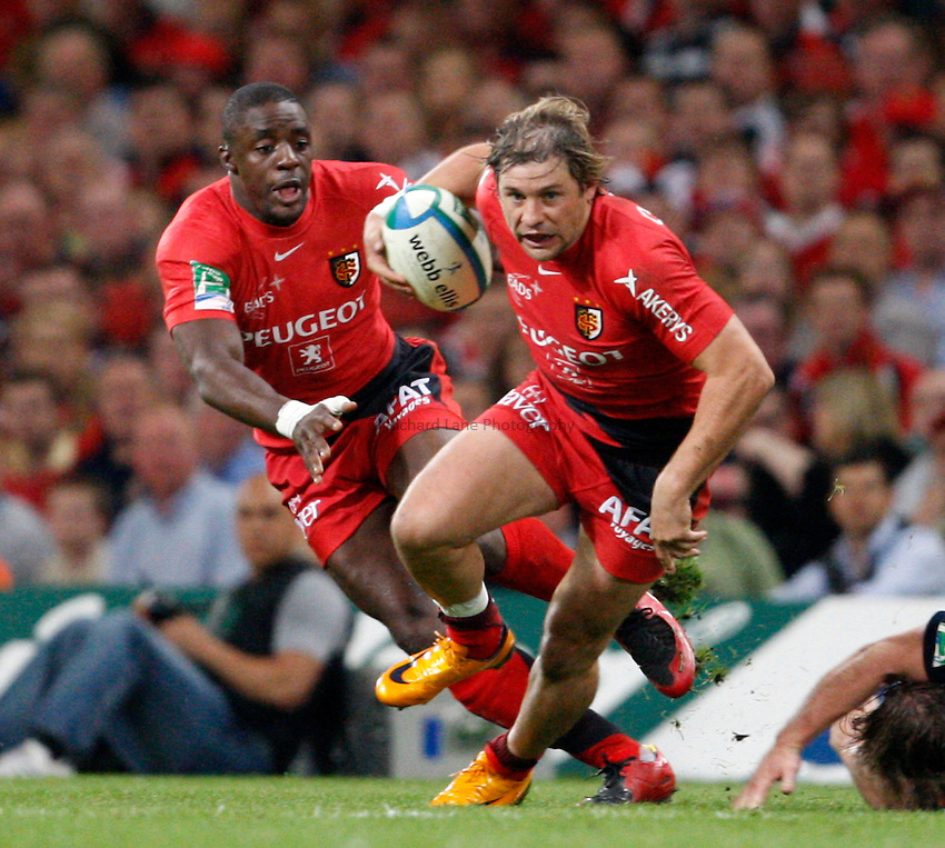 Photo: Richard Lane/Richard Lane Photography. .Munster v Toulouse. Heineken Cup Final. 24/05/2008. .Toulouse's Cedric Heymans attacks.