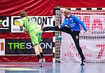 Eskilstuna 2014-05-15 Handboll SM-semifinal Eskilstuna Guif - Alings&aring;s HK :  <br /> Alings&aring;s Markus Stegefelt g&ouml;r m&aring;l p&aring; en straff bakom Eskilstuna Guif m&aring;lvakt Aron Rafn Edvardsson <br /> (Foto: Kenta J&ouml;nsson) Nyckelord:  Eskilstuna Guif Sporthallen Alings&aring;s AHK SM Semifinal Semi
