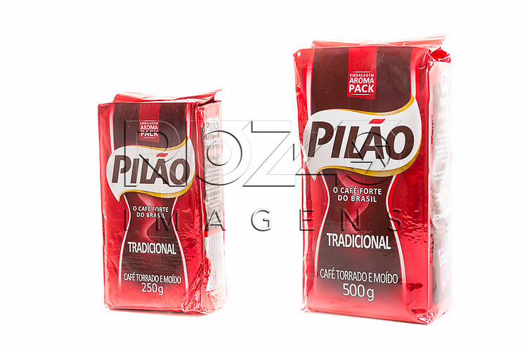 Pacotes de café de 250 gramas e 500 gramas, São Paulo - SP, 02/2014.
