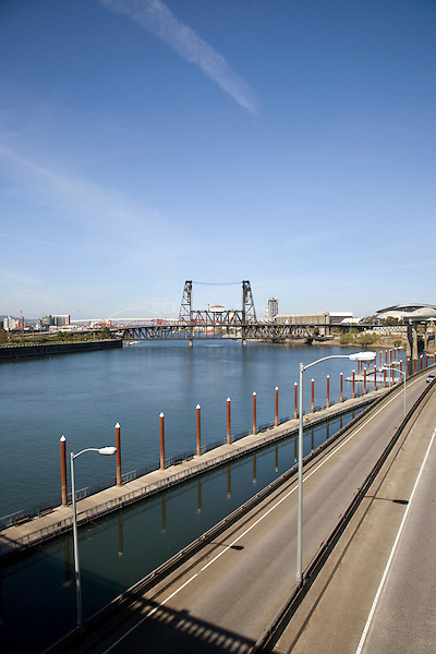 07 October 2009 - Portland, OR - View of the Steel Bridge and Willamette River.  Photo Credit: Elizabeth A. Miller/Sipa Press