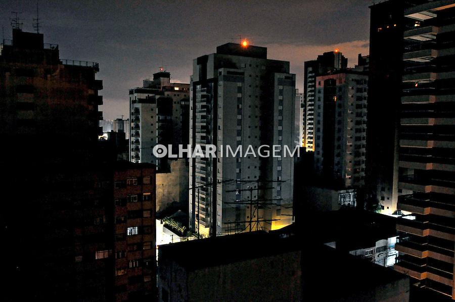 Noite de apagão na cidade. São Paulo. 2008. Foto de Juca Martins.