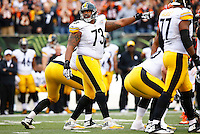 Ramon Foster #73 of the Pittsburgh Steelers stands up at the line of scrimmage against the Cincinnati Bengals during the game at Paul Brown Stadium on December 12, 2015 in Cincinnati, Ohio. (Photo by Jared Wickerham/DKPittsburghSports)