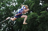 FIERLJEPPEN: BURGUM: 22-06-2016, 1e klas wedstrijd, Sigrid Bok springt Nederlands record in de meisjescategorie van 16.10m, ©foto Martin de Jong