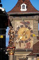 Schweiz, Zytglogge-Turm und Schützenbrunnen in der Marktgasse in Bern, Unesco-Weltkulturerbe