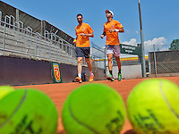 Austria, Kitzbuhel, Juli 15, 2015, Tennis, Davis Cup, Training Dutch team, Jean-Julien Rojer warming up with fysio Edwin Visser (L)<br /> Photo: Tennisimages/Henk Koster