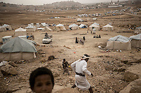 Thursday 16 July, 2015: Displaced from the heavy fighting and bombarments in Sa'dah governorate and Haradh bordertown are seen in a temporary settlement in the outskirts of Khamer city in the Amran province of Yemen. (Photo/Narciso Contreras)