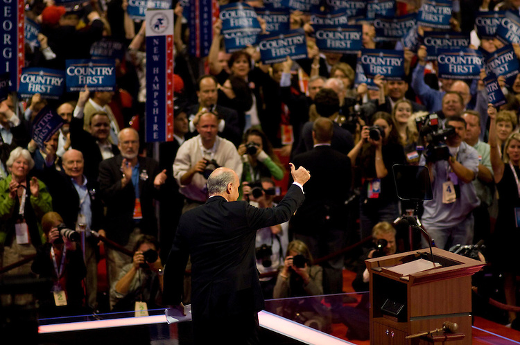 MINNEAPOLIS/ST. PAUL, MN:  Former senator and presidential candidate Fred Thompson gives a thumbs up after addressing the convention. (photo by Scott J. Ferrell/Congressional Quarterly Inc.)