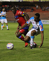 PASTO - COLOMBIA - 11 - 02 - 2018: Edinson Toloza (Izq.) jugador de Deportivo Pasto disputa el balón con Javier Murillo (Der.) jugador de Atletico Junior, durante partido Deportivo Pasto y Atletico Junior, de la fecha 2 por la Liga Aguila I 2018, jugado en el estadio Departamental Libertad de la ciudad de Pasto.  / Edinson Toloza (L) player of Deportivo Pasto fights for the ball with Javier Murillo (R) player of Atletico Junior, during a match Deportivo Pasto and Atletico Junior, of the 2nd date for the Liga Aguila I 2018 at the Departamental Libertad stadium in Pasto city. Photo: VizzorImage. / Leonardo Castro / Cont.