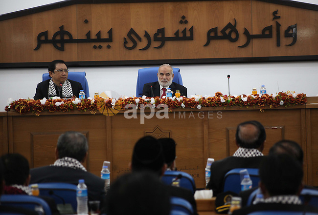 The spokesman of the Palestinian Parliament in Gaza Strip, Ahmed Bahar meets with Chairman of the Indonesian Parliament at the Legislative Council in Gaza city on Dec. 05, 2012. Photo by Ashraf Amra