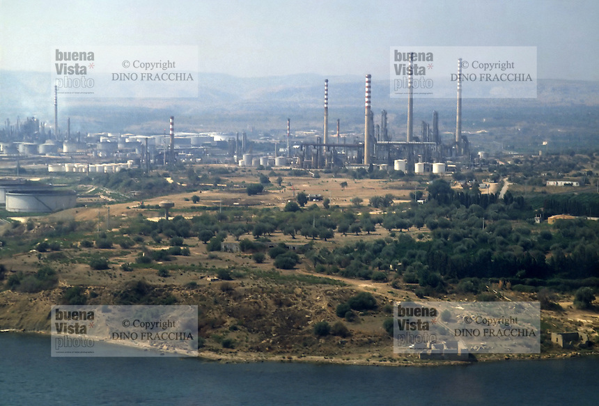 - industrial zone of Augusta/Priolo/Siracusa, petrochemical plant<br />