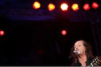 SÃO PAULO, SP, 01 DE MAIO DE 2013 - COMEMORAÇÕES DIA DO TRABALHADOR - CUT -  O cantor Alceu Valença fez show em evento da Central Única dos Trabalhadores - CUT, que reuniu uma grande multidão de pessoas no Vale do Anahngabaú, zona central da cidade, nesta quarta-feira (1), para as comemorações do Dia do Trabalhador. O evento contou com shows de cantores da MPB e políticos ligado ao PT.  (FOTO RICARDO LOU/BRAZIL PHOTO PRESS)