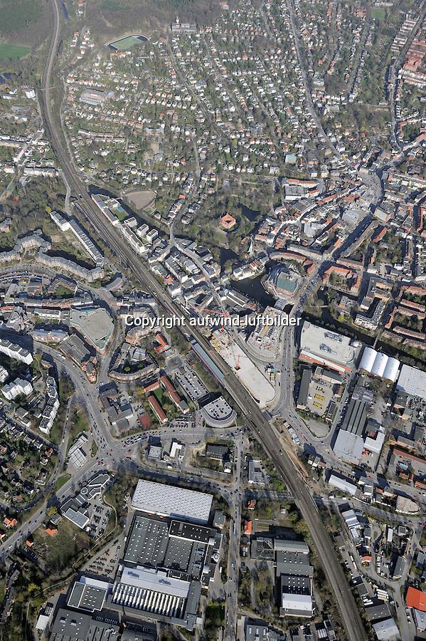 Bergedorf : EUROPA, DEUTSCHLAND, HAMBURG, (EUROPE, GERMANY), 16.04.2010: Bergedorf, Lohbruegge,  ZOB, Bus, Bahnhof, Busbahnhof, Zentrum, Uebersicht, Bergedorfer Strasse, Bahn. Linie, Bahnlinie, Lohbruegge, Sachsentor,  Weidenbaumsweg, Sander Damm, Stadtansicht, CCB, Kirche, Schloss, Baustelle, Neubau, Bau, Baugrundstueck, Bergedorfer Strasse, Sachsentor, Mohnhof, Penndorf, Verkehrsplanung,   Luftbild, Luftansicht, Air, Aufwind-Luftbilder..c o p y r i g h t : A U F W I N D - L U F T B I L D E R . de.G e r t r u d - B a e u m e r - S t i e g 1 0 2, .2 1 0 3 5 H a m b u r g , G e r m a n y.P h o n e + 4 9 (0) 1 7 1 - 6 8 6 6 0 6 9 .E m a i l H w e i 1 @ a o l . c o m.w w w . a u f w i n d - l u f t b i l d e r . d e.K o n t o : P o s t b a n k H a m b u r g .B l z : 2 0 0 1 0 0 2 0 .K o n t o : 5 8 3 6 5 7 2 0 9. V e r o e f f e n t l i c h u n g  n u r  m i t  H o n o r a r  n a c h M F M, N a m e n s n e n n u n g  u n d B e l e g e x e m p l a r !.