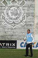 SÃO PAULO, SP, 21.05.2015 - FUTEBOL-CORINTHIANS - Tite treinador  do Corinthians durante sessão de treinamento no Centro de Treinamento Joaquim Grava na região leste de São Paulo nesta quinta-feira, 21. ( (Foto: Marcos Moraes / Brazil Photo Press/Folhapress)