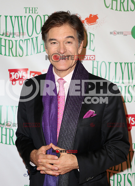 HOLLYWOOD, CA - NOVEMBER 26: Dr. Oz, at 86th Annual Hollywood Christmas Parade at Hollywood Blvd in Hollywood, California on November 26, 2017. Credit: Faye Sadou/MediaPunch /NortePhoto NORTEPHOTOMEXICO