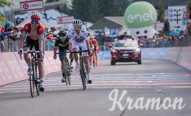 the duel for the Maglia Bianca / best young rider is faught directly up to the finish line between Bob Jungels (LUX/Quick-Step Floors) &amp; Adam Yates (GBR/Orica-Scott)<br /> <br /> Stage 19: San Candido/Innichen &rsaquo; Piancavallo (191km)<br /> 100th Giro d'Italia 2017