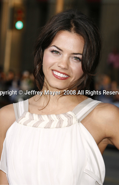 "Actress Jenna Dewan arrives to the ""Iron Man"" premiere at Grauman's Chinese Theatre on April 30, 2008 in Hollywood, California."