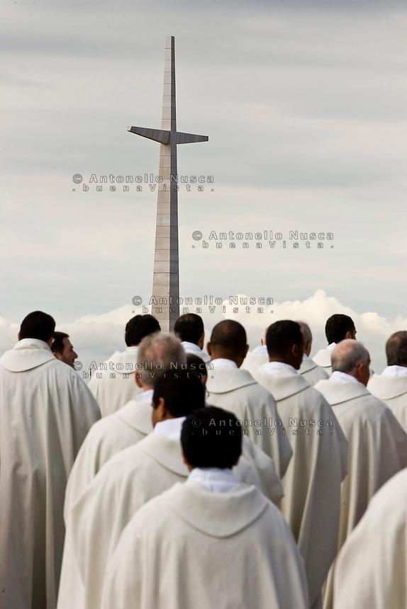 Un momento della cerimonia a San Giovanni Rotondo per l'ostensione del corpo di Padre Pio.<br /> Priets at San Giovanni Rotondo during the ceremony for the Exposition of the body of Padre Pio.