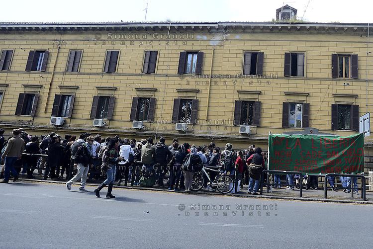 Roma, 16 Aprile 2014<br /> Presidio davanti al carcere di Regina coeli per la libert&agrave; dei giovani arrestati durante la manifestazione del 12 Aprile