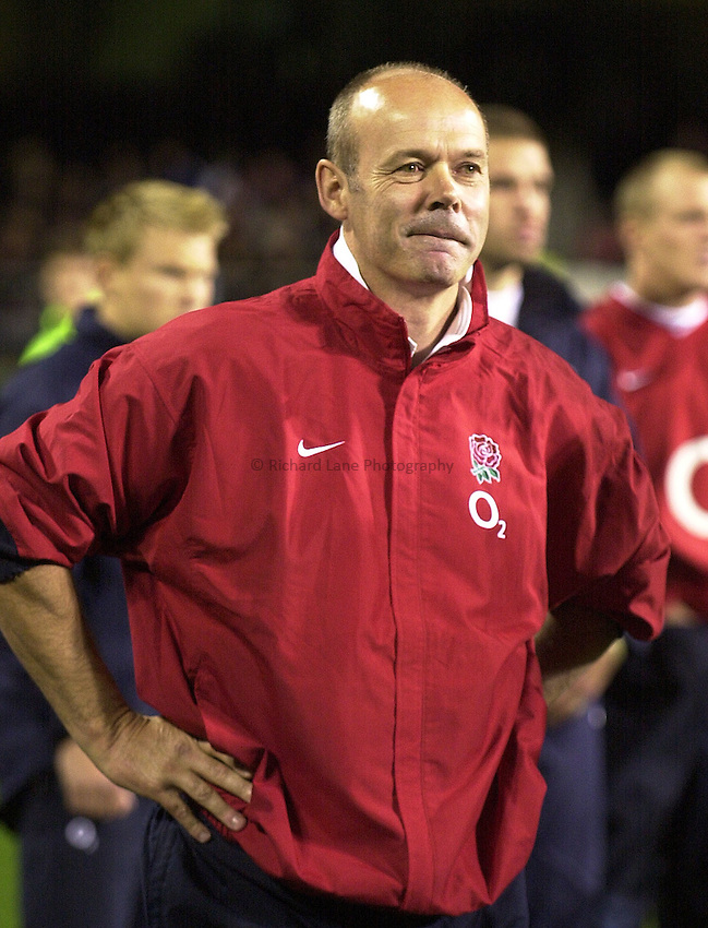 Photo: Steve Holland..England v New Zealand Rugby Test match in Auckland. .Sir Clive Woodward leaves the field..19/06/2004..