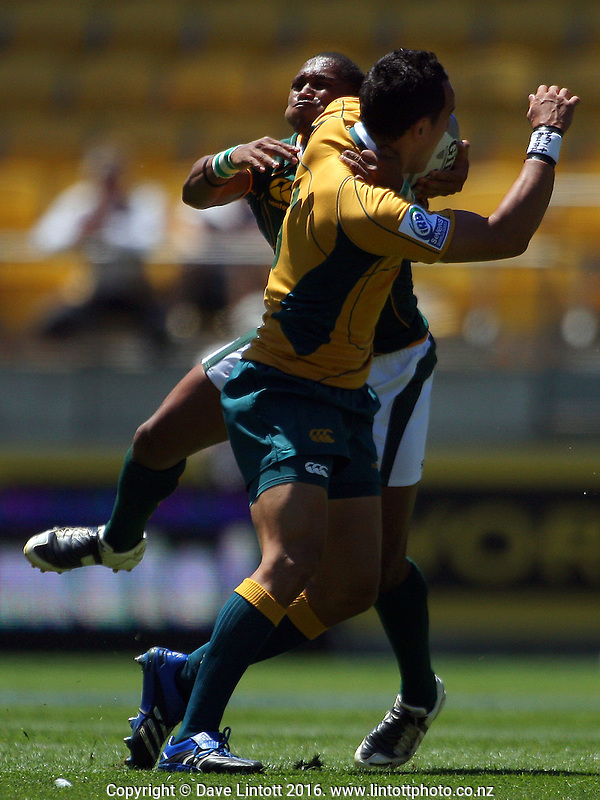 Renfred Dazel tries to tackle Tim Cornforth. South Africa v Australia. NZI Wellington Sevens, Day One. Round one. Westpac Stadium, Wellington. 1 February 2008. Photo: Dave Lintott / lintottphoto.co.nz