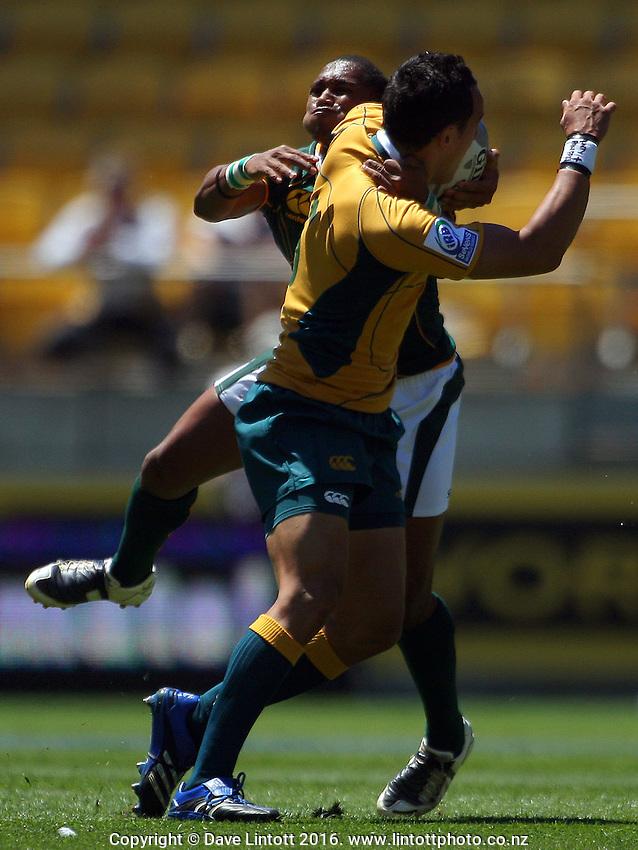 Renfred Dazel tries to tackle Tim Cornforth. South Africa v Australia. NZI Wellington Sevens, Day One. Round one. Westpac Stadium, Wellington. 1 February 2008. Photo: Dave Lintott / lintottphoto.co.nz