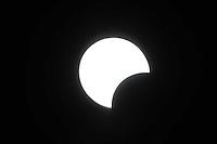 PIRACICABA,SP, 26.02.2017 - ECLIPSE SOLAR. Na manhã deste domingo, 26, aconteceu o eclipse solar. No hemisfério sul a visualização não será total. ( Foto: Mauricio Bento/ Brazil Photo Press)
