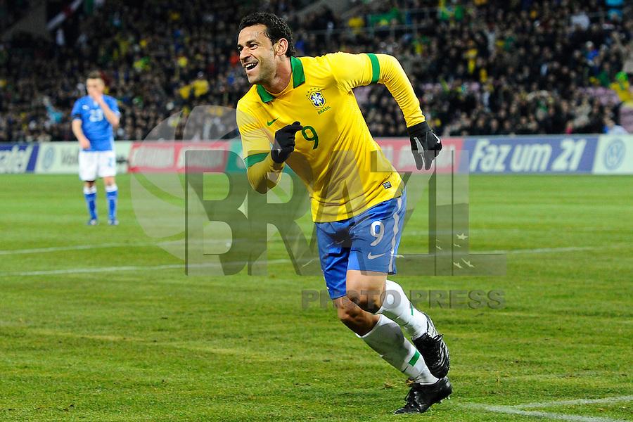 GENEBRA, SUICA, 21 DE MARCO DE 2013 - Fred comemora gol jogador da Selacao brasileira durante partida amistosa contra a Itália, disputada em Genebra, na Suíça, nesta quinta-feira, 21. O jogo terminou 2 a 2. FOTO: PIXATHLON / BRAZIL PHOTO PRESS